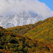 大町市平から鹿島槍ヶ岳の初冠雪