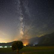 水田に昇る銀河と火星
