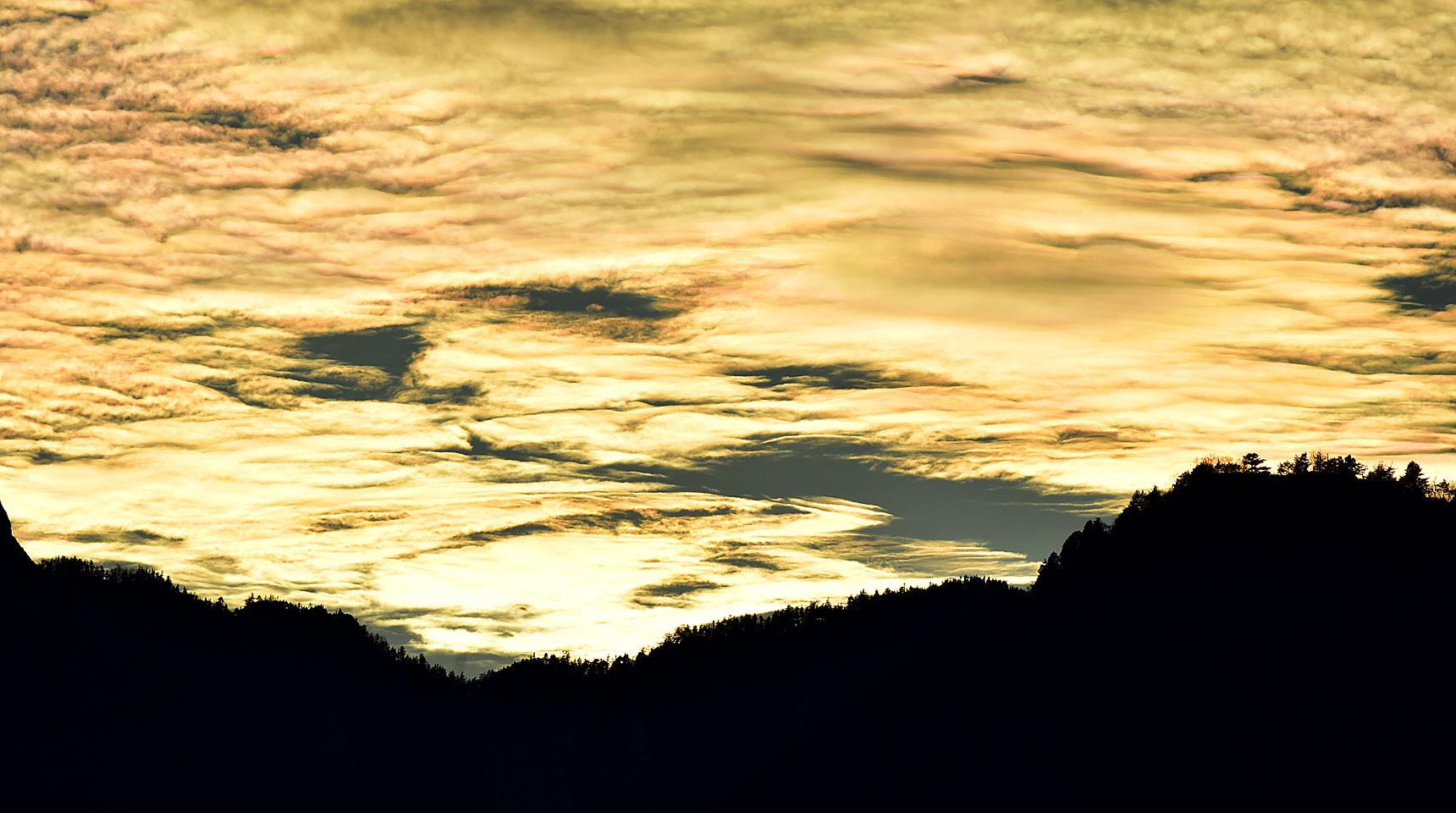 スライド127 夕焼けと彩雲の競演 大町市
