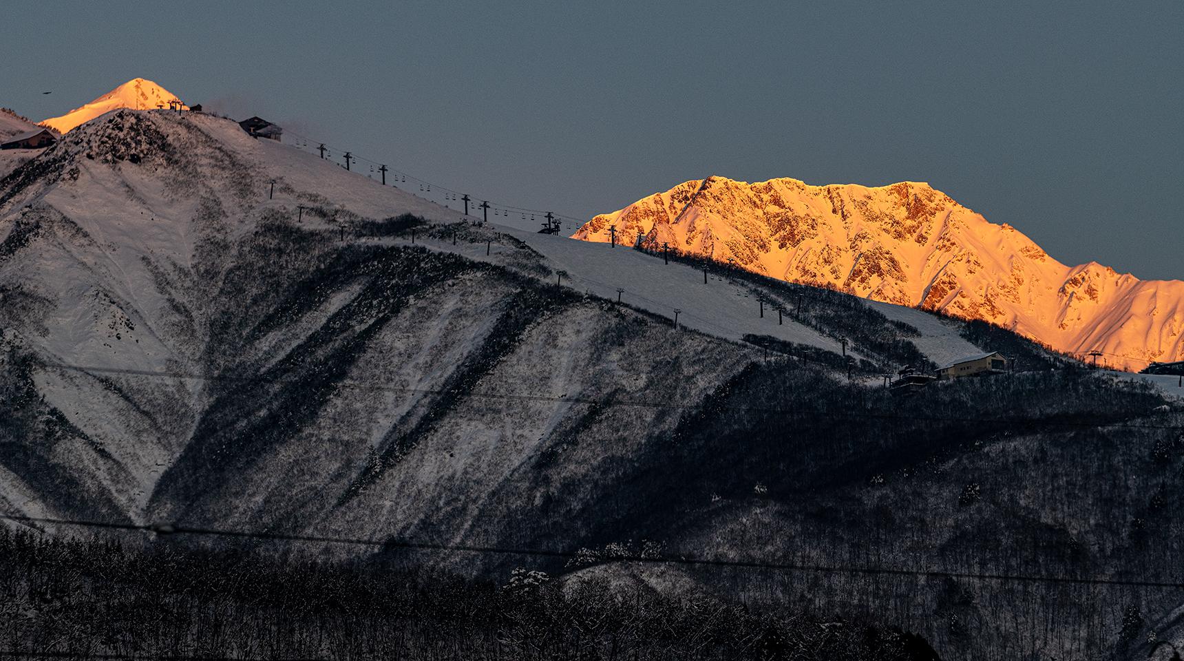 スライド 248  白馬鑓ヶ岳と八方尾根の朝焼け
